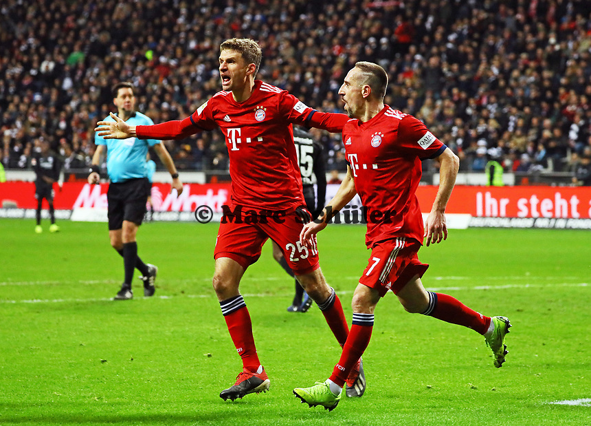 celebrate the goal, Torjubel zum 0:1 um Franck Ribery (FC Bayern Muenchen) mit Thomas Mueller (FC Bayern Muenchen) - 22.12.2018: Eintracht Frankfurt vs. FC Bayern München, Commerzbank Arena, DISCLAIMER: DFL regulations prohibit any use of photographs as image sequences and/or quasi-video.