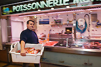 Europe/France/Pays de la Loire/44/Loire-Atlantique/Nantes: David Garrec chef du restaurant l'Océanide choisit son poisson tôt le matin au marché [Non destiné à un usage publicitaire - Not intended for an advertising use]