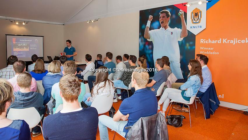 Den Bosch, Netherlands, 10 June, 2016, Tennis, Ricoh Open, Young officials day<br /> Photo: Henk Koster/tennisimages.com