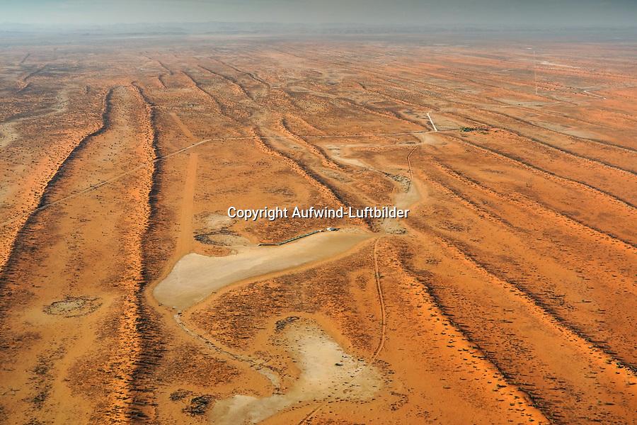 Farm und Flugplatz  Pokweni in der Kalahari: NAMIBIA, AFRIKA, 12.11.2019: Farm und Flugplatz  Pokweni in der Kalahari