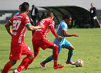 TUNJA -COLOMBIA-23-ABRIL-2016. Anderson Zapata  (Izq.) de Patriotas FC disputa el balón con Diego Cuadros (Der.) de Jaguares FC durante partido por la fecha 14 de Liga Águila I 2016 jugado en el estadio La Independencia./ Anderson Zapata (L) of Patriotas FC for the ball with Diego Cuadros(R) of Jaguares FC during the match for the date 14 of the Aguila League I 2016 played at La Independencia stadium in Tunja. Photo: VizzorImage / César Melgarejo  / Contribuidor