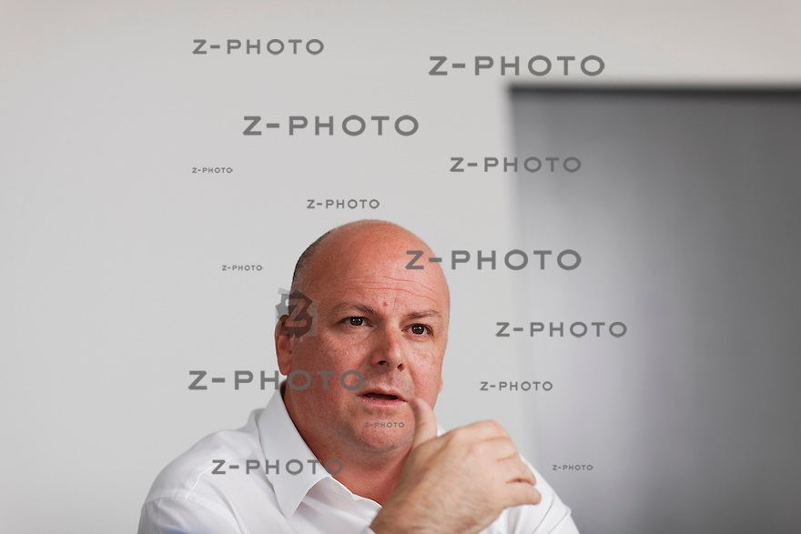 Interview und Portrait von Tim Summers Vizepraesident der Renova Management AG, im Hauptsitz am Bleicherweg 33 in Zuerich am 19. April 2011..Copyright © Zvonimir Pisonic