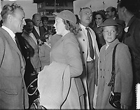 Arrival of Princess Beatrix and Princess Irene at Schiphol from the USA and Canada<br /> Date August 31, 1953<br /> <br /> <br /> Photographer Bilsen, Joop van / Anefo