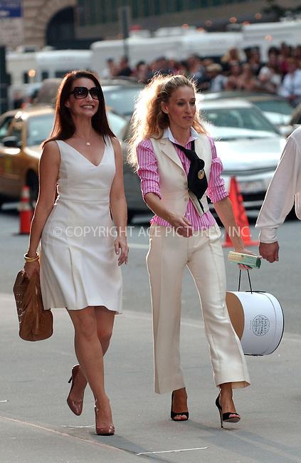 WWW.ACEPIXS.COM . . . . . ....September 21 2007, New York City....Actors Sarah Jessica Parker and Kristin Davis on the midtown Manhattan set of the new 'Sex and the City' movie....Please byline: KRISTIN CALLAHAN - ACEPIXS.COM.. . . . . . ..Ace Pictures, Inc:  ..(646) 769 0430..e-mail: info@acepixs.com..web: http://www.acepixs.com