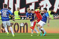 Branimir Hrgota (Eintracht Frankfurt) gegen Jerome Gondorf (SV Darmstadt 98), Fabian Holland (SV Darmstadt 98) und Peter Niemeyer (SV Darmstadt 98) - SV Darmstadt 98 vs. Eintracht Frankfurt, Stadion am Boellenfalltor