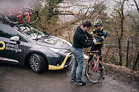 mid-descent stop to get some gloves on in the freezing cold<br /> <br /> 76th Paris-Nice 2018<br /> Stage 7: Nice > Valdeblore La Colmiane (175km)
