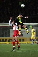Zweikampf zwischen Nelson Valdez (Borussia Dortmund) und Manuel Friedrich (FSV Mainz 05)