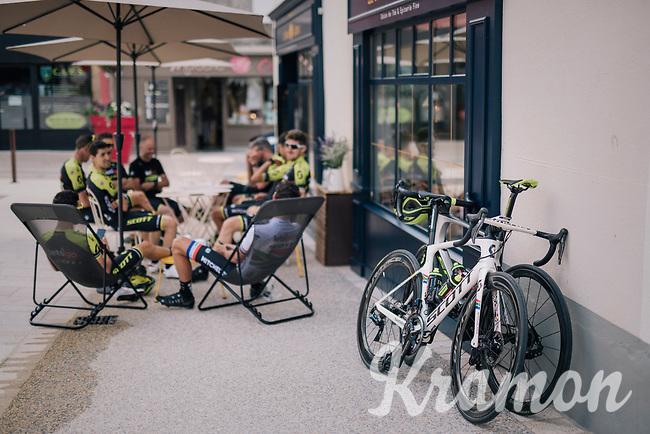 Daryl Impey (ZAF/Mitchelton-Scott) national champion's bike<br /> <br /> D-1: last preperations 1 day before the start of the race<br /> <br /> Team Mitchelton-Scott going for a coffee-ride<br /> <br /> Le Grand Départ 2018<br /> 105th Tour de France 2018<br /> ©kramon