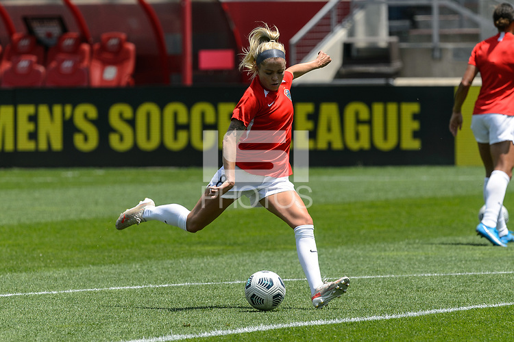 BRIDGEVIEW, IL - JUNE 5: Denise O'Sullivan #8 of the North Carolina Courage warms up before a game between North Carolina Courage and Chicago Red Stars at SeatGeek Stadium on June 5, 2021 in Bridgeview, Illinois.