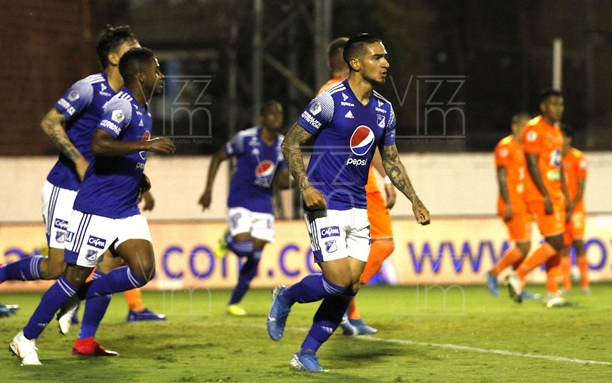 ENVIGADO- COLOMBIA,14-10- 2020:Cristian Arango de  Millonarios  celebra después de anotar el primer gol de su equipo durante el partido entre Envigado y Millonarios  por la fecha 14 de la Liga BetPlay DIMAYOR I 2020 jugado en el estadio Polideportivo Sur de Envigado . / Cristian Arango of Millonarios celebrates after scoring the first goal of his team during match between Envigado and Millonarios for the date 14 BetPlay DIMAYOR League I 2020 played at Polideportivo Sur stadium in Envigado city. Photo: VizzorImage / Juan Augusto Cardona  / Contrbuidor