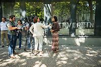 Katrin Goering-Eckardt, Fraktionsvorsitzende von Buendnis 90/Die Gruenen (rechts im Bild), besuchte am Mittwoch den 8. August 2018 den Berliner Mietverein. Sie sprach dort mit Mieterinnen und Mietern ueber deren Erfahrungen mit Vermietern und Hausbesitzern und mit verschiedenen Mietern. Von Mitarbeiterinnen und Mitarbeitern des Berliner Mieterverein e.V. lies sie sich von den Beratungserfahrungen des Vereins berichten.<br /> 8.8.2018, Berlin<br /> Copyright: Christian-Ditsch.de<br /> [Inhaltsveraendernde Manipulation des Fotos nur nach ausdruecklicher Genehmigung des Fotografen. Vereinbarungen ueber Abtretung von Persoenlichkeitsrechten/Model Release der abgebildeten Person/Personen liegen nicht vor. NO MODEL RELEASE! Nur fuer Redaktionelle Zwecke. Don't publish without copyright Christian-Ditsch.de, Veroeffentlichung nur mit Fotografennennung, sowie gegen Honorar, MwSt. und Beleg. Konto: I N G - D i B a, IBAN DE58500105175400192269, BIC INGDDEFFXXX, Kontakt: post@christian-ditsch.de<br /> Bei der Bearbeitung der Dateiinformationen darf die Urheberkennzeichnung in den EXIF- und  IPTC-Daten nicht entfernt werden, diese sind in digitalen Medien nach §95c UrhG rechtlich geschuetzt. Der Urhebervermerk wird gemaess §13 UrhG verlangt.]