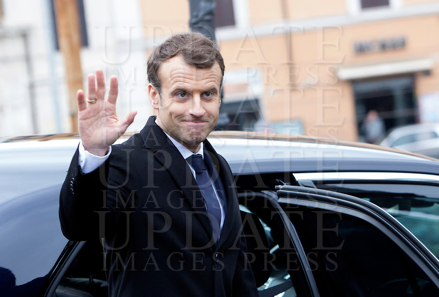 French President Emmanuel Macron waves as he leaves after visiting the Domus Aurea in Rome, January 11, 2018.<br /> UPDATE IMAGES PRESS/Riccardo De Luca<br /> ITALY OUT