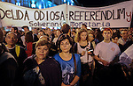 "People stand in front of a banner reading ""Odious debt: Referendum and sovereign monetary"" as they take part in a casserole march to protest against government's austerity reforms and the public payment of bank's debts on October 13, 2012 in Madrid. © Pedro ARMESTRE"