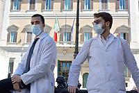Giovani medici protestano a Montecitorio