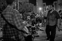 Tocada de rock en la plaza Emiliana de Zubeldia.