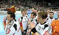 Handball - DHB Nationalmannschaft Deutschland : Allstars / Weltauswahl (39:37) - Arena Leipzig - unter den Augen von 7532 Fans fand das Spiel zwischen den Allstars und der deutschen Nationalauswahl statt - im Bild:  XXX wer was mit wem xxx. Foto: Norman Rembarz...
