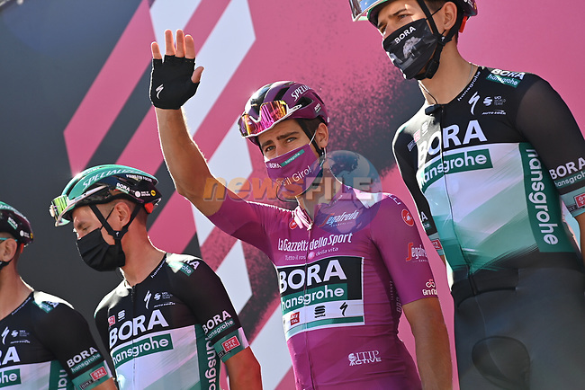 Maglia Ciclamino Peter Sagan (SVK) and Bora-Hansgrohe at sign on before the start of Stage 6 of the 103rd edition of the Giro d'Italia 2020 running 188km from Castrovillari to Matera, Sicily, Italy. 7th October 2020.  <br /> Picture: LaPresse/Gian Mattia D'Alberto | Cyclefile<br /> <br /> All photos usage must carry mandatory copyright credit (© Cyclefile | LaPresse/Gian Mattia D'Alberto)