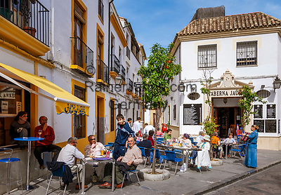Spanien, Andalusien, Córdoba: Altstadt, Cafe, Menschen | Spain, Andalusia, Córdoba: old town, cafe, people