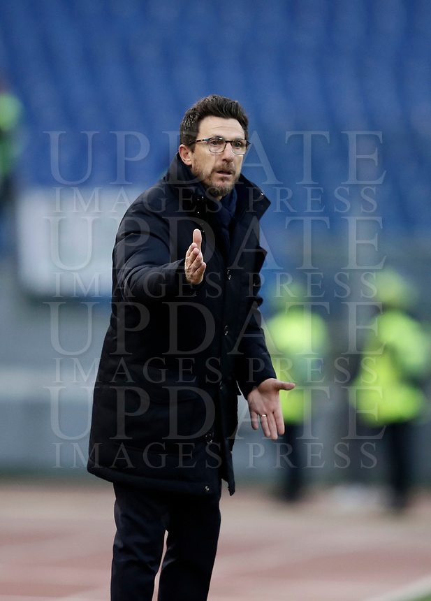 Calcio, Serie A: AS Roma - Sassuolo, Roma, stadio Olimpico, 30 dicembre 2017.<br /> Roma's coach Eusebio Di Francesco speaks with his players during the Italian Serie A football match between AS Roma and Sassuolo at Rome's Olympic stadium, 30 December 2017.<br /> UPDATE IMAGES PRESS/Isabella Bonotto