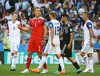 Torwart Hannes Halldorsson (Island, Iceland) wird von seiner Mannschaft gefeiert, mit Torwart Hannes Halldorsson (Island, Iceland), Rurik Gislason (Island, Iceland) - 16.06.2018: Argentinien vs. Island, Spartak Stadium Moskau
