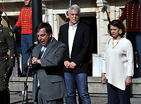 BOGOTÁ-COLOMBIA, 27-10-2019: Juan Carlos Galindo, Registrador Nacional, da apertura en La Plaza de Bolívar, a la la jornada de Elecciones Autoridades Territoriales 2019 en compañía de Enrique Peñalosa Alcalde Mayor de Bogotá y Nancy Patricia Gutierrez, Ministar de Interior. / Juan Carlos Galindo, National Registrar, opens in La Plaza de Bolívar, to the Electoral Day of Territorial Authorities 2019 in the company of Enrique Peñalosa Mayor of Bogotá and Nancy Patricia Gutierrez, Minister of Interior. / Photo: VizzorImage/ Luis Ramírez / Staff.