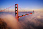 USA, CALIFORNIA, SAN FRANCISCO, GOLDEN GATE BRIDGE WITH FOG ROLLING IN