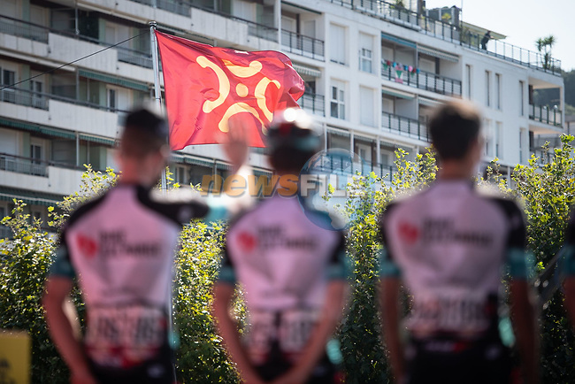Team BikeExchange at sign on before the start of Stage 16 of La Vuelta d'Espana 2021, running 180km from Laredo to Santa Cruz de Bezana, Spain. 31st August 2021.     <br /> Picture: Charly Lopez/Unipublic | Cyclefile<br /> <br /> All photos usage must carry mandatory copyright credit (© Cyclefile | Unipublic/Charly Lopez)