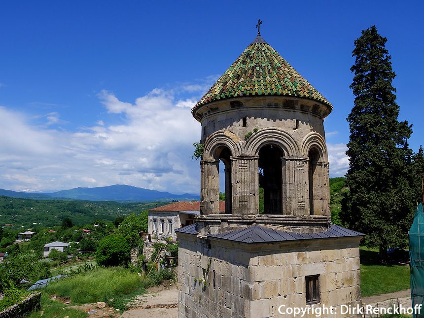 Glockenturm in Kloster Gelati, Imeretien - Imereti;, Georgien, Europa, UNESCO-Weltkulturerbe<br /> belltower in monastery Gelati,  Inereti,  Georgia, Europe, world heritage