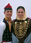 Spanien, Balearen, Ibiza (Eivissa): Folkloreveranstaltung in Sant Miquel de Balansat, Paar in traditioneller Tracht | Spain, Balearic Islands, Ibiza (Eivissa): Folk dance at Sant Miquel de Balansat, couple in traditional costume