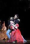 ONEGUINE..Choregraphie : CRANKO John.Mise en scene : CRANKO John.Compositeur : TCHAIKOVSKI Piotr Ilyitch.Decor : ROSE Jurgen.Lumiere : BJARKE Steen.Costumes : ROSE Jurgen.Avec :.CIARAVOLA Isabelle.PAUL Nicolas.Lieu : Opera Garnier.Ville : Paris.Le : 15 04 2009.© Laurent PAILLIER CDDS Enguerand