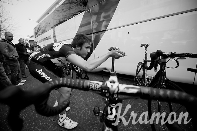 3 Days of De Panne.stage 2..checking the bike.