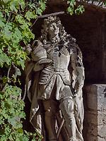 Denkmal Kurfürst Ernst August im Innenhof von Welfen  - Schloss Marienburg bei Pattensen, Niedersachsen, Deutschland, Europa<br /> Monument of elector Ernst August in the inner courtyard, Castle of the Welfs near Pattensen , Lower Saxony, Germany, Europe