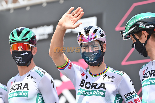 Peter Sagan (SVK) Bora-Hansgrohe at sign on before the start of Stage 7 of the 2021 Giro d'Italia, running 181km from Notaresco to Termoli, Italy. 14th May 2021.  <br /> Picture: LaPresse/Gian Mattia D'Alberto | Cyclefile<br /> <br /> All photos usage must carry mandatory copyright credit (© Cyclefile | LaPresse/Gian Mattia D'Alberto)