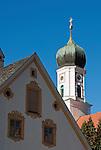 Germany, Upper Bavaria, Oberammergau: onion spire of parish church St. Peter and Paul | Deutschland, Bayern, Oberbayern, Oberammergau: Turm der Pfarrkirche St. Peter und Paul