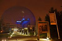 Amérique/Amérique du Nord/Canada/Québec/Montréal: <br /> La Biosphère de Montréal  dans le Parc Jean-Drapeau - La Biosphère est un musée de l'environnement situé sur l'île Sainte-Hélène à Montréal, dans l'ancien pavillon des États-Unis de l'Expo 67. <br /> La conception du dôme géodésique de la Biosphère, le plus imposant du genre au monde, est due à l'architecte Richard Buckminster Fuller. // America / North America / Canada / Quebec / Montreal:<br /> The Montreal Biosphere in Parc Jean-Drapeau - The Biosphère is an environmental museum located on Sainte-Hélène Island in Montreal, in the former Expo 67 pavilion of the United States.<br /> The design of the biosphere dome of the Biosphere, the largest of its kind in the world, is due to architect Richard Buckminster Fuller.<br />   .