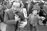 - Milano, il sindaco Carlo Tognoli assiste ad una parata militare con i figli (2 giugno 1981)<br /> <br /> - Milan, the mayor Carlo Tognoni attends a military parade with her children (2 June 1981)