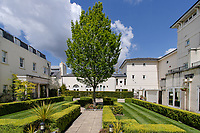 BNPS.co.uk (01202) 558833. <br /> Pic: Hamptons/BNPS<br /> <br /> It's on the market for £1.8 million<br /> <br /> A grand mews house that was home to Henry Tate's art collection before he gifted it to the Tate Gallery is on the market for £1.8m.<br /> <br /> Henry Tate Mews is part of the former mansion that belonged to the sugar merchant in the late 1800s for 25 years.<br /> <br /> What is now an impressive Grade II* listed double height reception room was his billiard room where he displayed famous Pre-Raphaelite works of art including John Everett Millais' Ophelia.<br /> <br /> The five-bedroom house, which is on the market with Hamptons, also has shared access to the beautiful six acres of gardens that include an orchard, folly and a listed grotto.