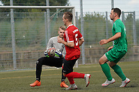 Dominic Zell (SG DJK Eintracht Ruesselsheim) hat den Ball vor Marcel Schwarz (TSG Worfelden) - 06.09.2020: Spiel der Woche - TSG Worfelden vs. SG DJK Eintracht Rüsselsheim, B-Liga