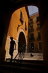 Arco de la Calle Ingeniero Oñate y arco de la Plaza del Arco al fondo. Caravaca de la Cruz. Murcia.