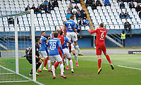 Victor Palsson (SV Darmstadt 98) klaert den Eckball - 29.02.2020: SV Darmstadt 98 vs. 1. FC Heidenheim, Stadion am Boellenfalltor, 24. Spieltag 2. Bundesliga<br /> <br /> DISCLAIMER: <br /> DFL regulations prohibit any use of photographs as image sequences and/or quasi-video.