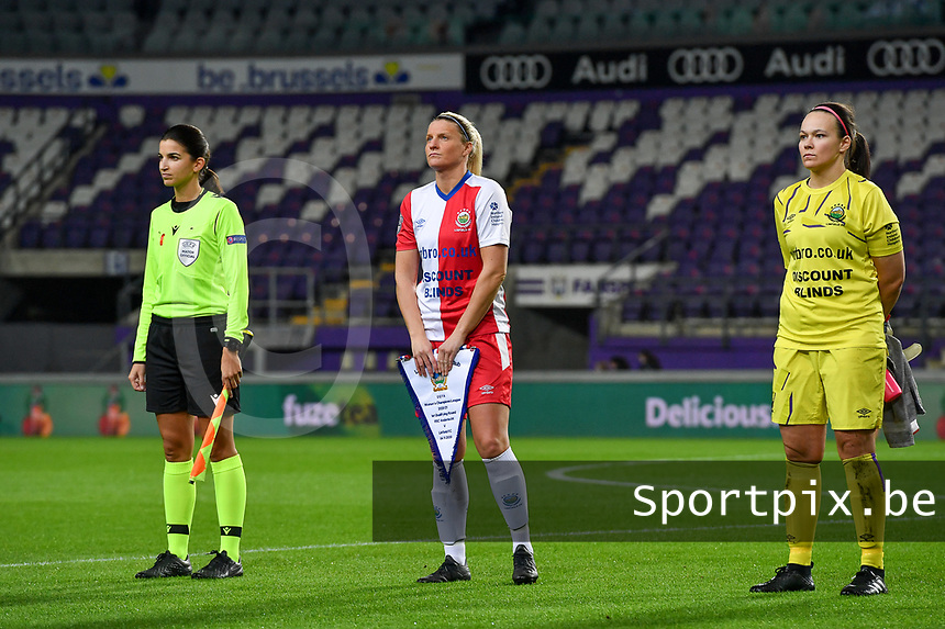 swiss referee Sabrina Keinersdorfer pictured with Linfield defender Ashley Hutton (5)  and Linfield goalkeeper Nicole Adams (1)  during a female soccer game between RSC Anderlecht Dames and Northern Irish Linfield Ladies  in the first qualifying round for the Uefa Womens Champions League of the 2020 - 2021 season , Wednesday 4 th of November 2020  in ANDERLECHT , Belgium . PHOTO SPORTPIX.BE | SPP | DAVID CATRY