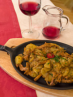 Geröstel mit Pfifferlingen, Algund bei Meran, Region Südtirol-Bozen, Italien, Europa<br /> dish Geröstel with Girolle,  Lagundo near Merano, Region South Tyrol-Bolzano, Italy, Europe