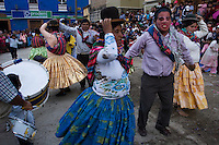 14.02.2010 Coroico(Bolivia)<br /> <br /> Dance during the parade of the carnival. <br /> <br /> Danse durant le défilé du carnaval.