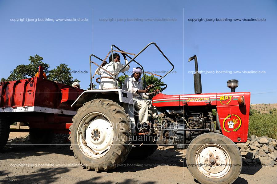 INDIA, Madhya Pradesh, Nimad region, Khargone , farmer with tractor