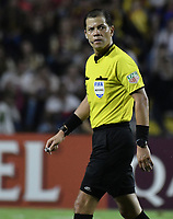 IBAGUE - COLOMBIA, 24-04-2019: Victor Carrillo (PER), arbitro, durante partido por la ronda 4, grupo G, de la Copa CONMEBOL Libertadores 2019 entre Deportes Tolima de Colombia y Boca Juniors de Argentina jugado en el estadio Manuel Murillo Toro de la ciudad de Ibagué. / Victor Carrillo, referee, during as part of round 4, group G, of Copa CONMEBOL Libertadores 2019 between Deportes Tolima of Colombia and Boca Juniors of Argentina played at Manuel Murillo Toro stadium in Ibague city. Photo: VizzorImage / Alejandro Rosales / Cont
