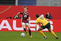 Sjoeke Nüsken (Deutschland, Germany) gegen Emily Gielnik (Australien, Australia) - 10.04.2021 Wiesbaden: Deutschland vs. Australien, BRITA Arena, Frauen, Freundschaftsspiel