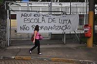 GUARULHOS, SP, 24.11.2015 - PROTESTO-ESCOLA - Estudantes ocupam a Escola Estadual Conselheiro Crispiniano, em Guarulhos, na Grande São Paulo nesta terça-feira(24), em ato contra o fechamento de escolas e o plano de reestruturação do ensino proposto pelo governo Geraldo Alckmin (PSDB) para 2016. (Foto: Renato Gizzi / Brazil Photo Press)