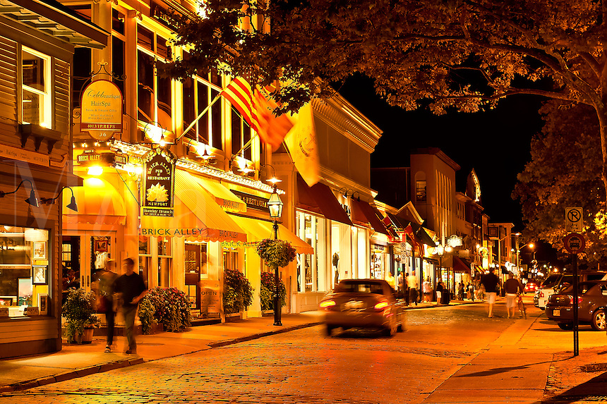 Downtown shops and restaurants, Thames St, .Newport, RI, Rhode Island, USA