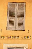 Europe/France/Corse/2B/Haute-Corse/Cap Corse/Bastia: Détail fenetre et enseigne vente de poisson sur le quai des Martyrs