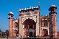 Taj Mahal, erbaut ab 1631 von Shah Jahan fuer seine Frau Mumtaz Mahal,  in Agra, Eingangstor (Uttar Pradesh), Indien,  Unesco-Weltkulturerbe